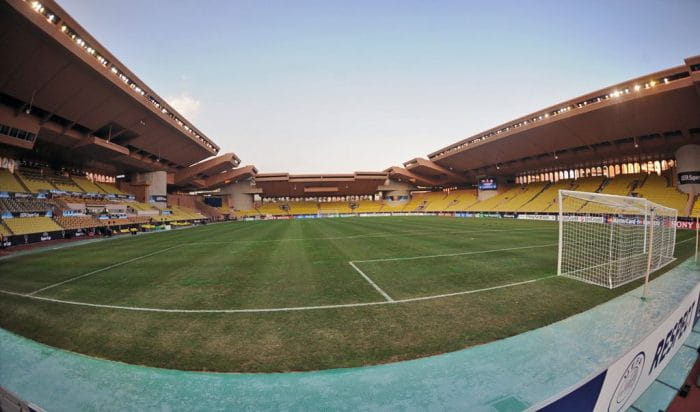 Foto: By Валерий Дед - Stade Louis II - Monaco 2009, CC BY 3.0, https://commons.wikimedia.org/w/index.php?curid=52566657